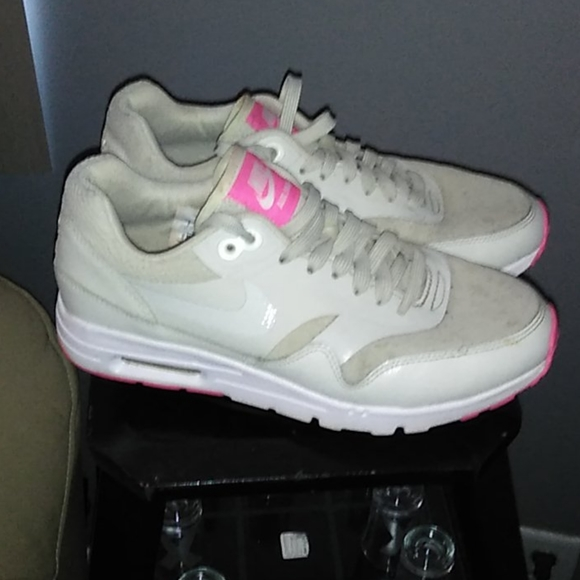 Nike Shoes   Ladies Air Max Size 7